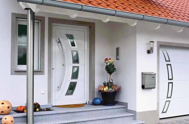 дверь для частного дома