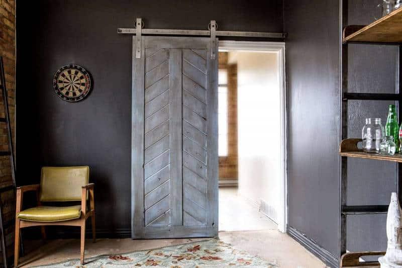 Двери в стиле лофт: особенности и преимущества
