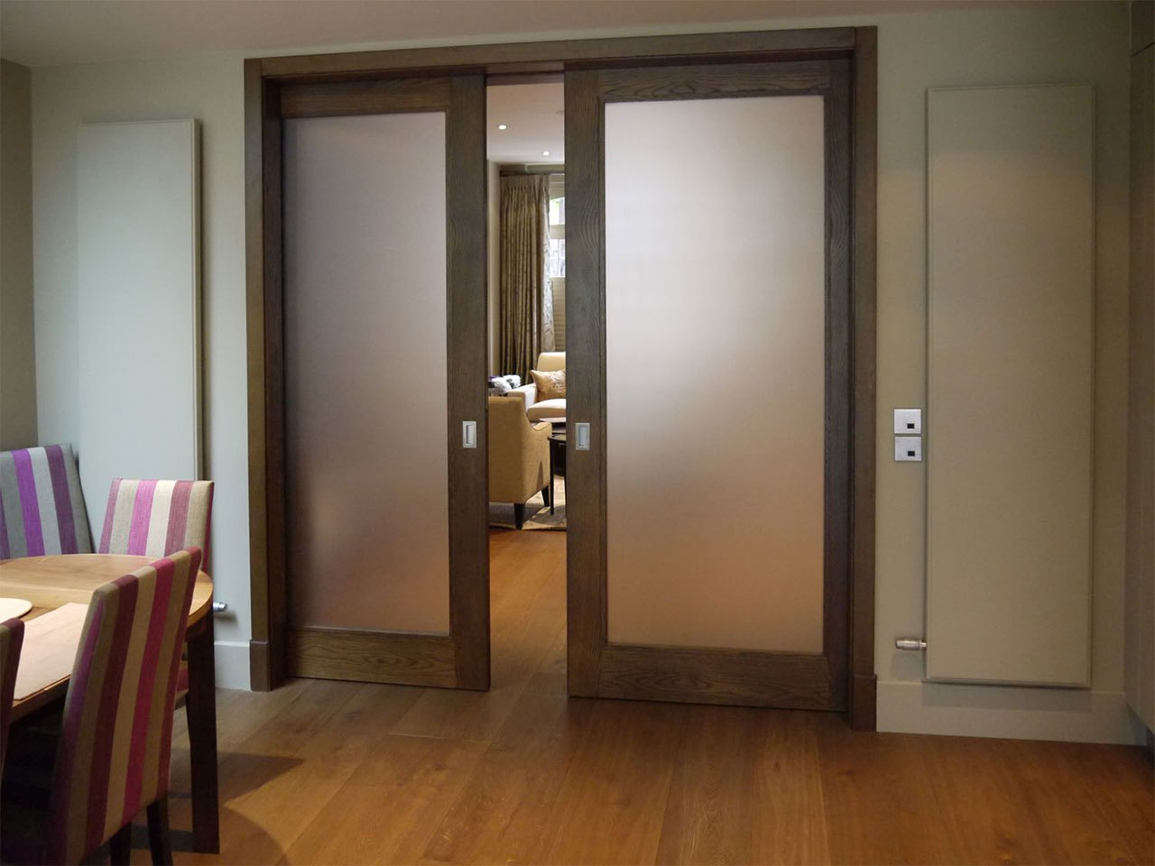 Двустворчатые двери межкомнатные: особенности габаритных моделей