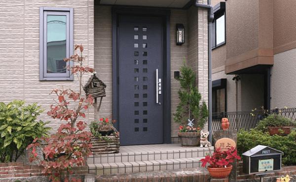 входные двери в интерьере фото